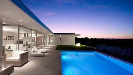 Casa de dise o minimalista con incre bles vistas en toledo - Casas minimalistas en espana ...