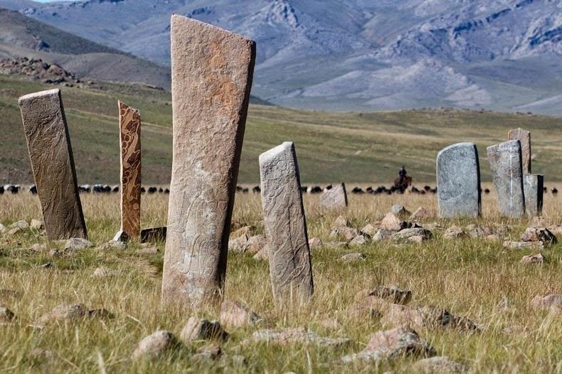 deer-stones-2