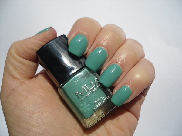 01-mua-makeup-academy-shade-5-nail-polish-review