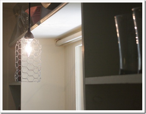 DIY chicken wire: an quick and simple light pendent