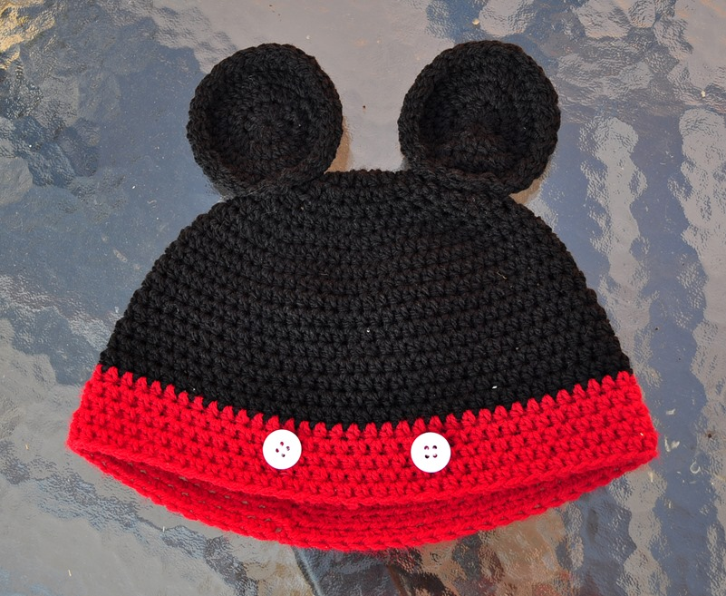 Mickey mouse hat fashion blogger2