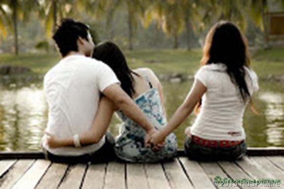 4 Cara Merebut Hati Cowok yang Sudah Punya Pacar