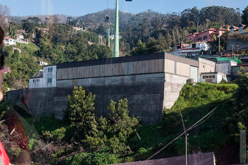 79. Февраль. Мадейра. Канатная дорога. Фуншал. Это крепость, а не подпорная стена.