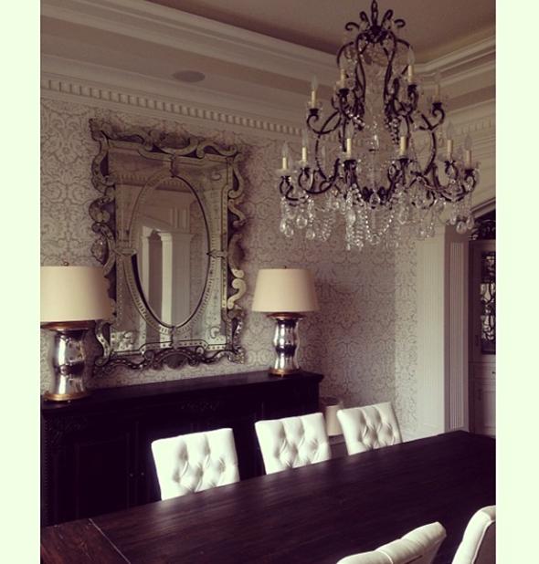 Paloma Contreras Design | Glamorous Dining Room | Venetian Mirror | Farrow & Ball Wallpaper | Visual Comfort Mercury Glass Lamps | Ralph Lauren Adrianna Chandelier