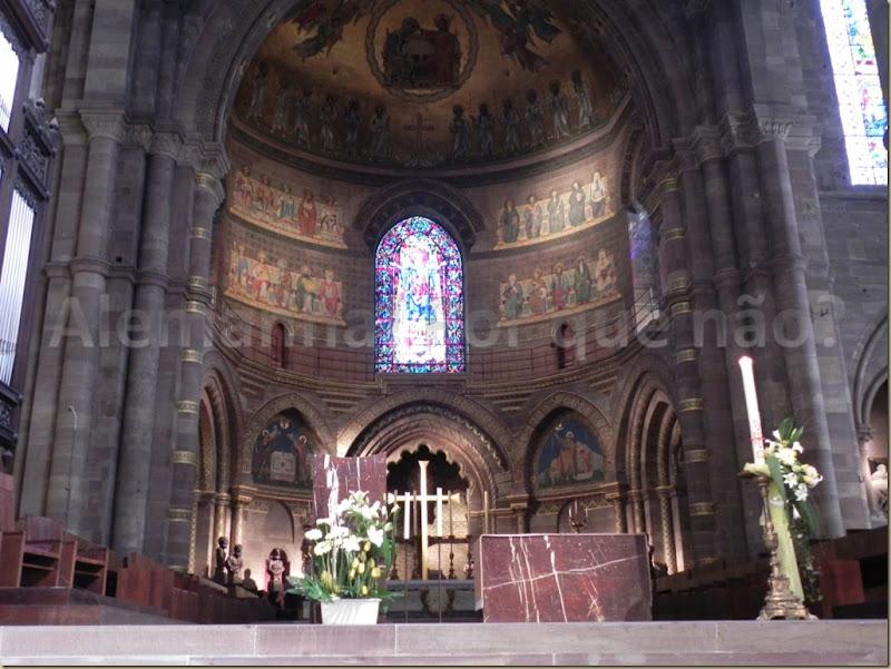 O magnífico altar da catedral de Strasbourg