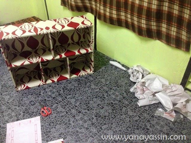 Deco rak buruk dengan wallpaper