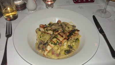 My main course -= a sort of chickeny, pasta-ry creation. Bloomin' lovely!