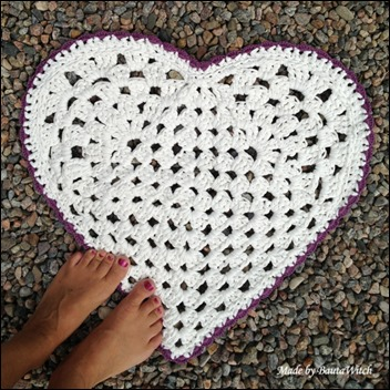 heartshaped-rug-mad-by-bautawitch