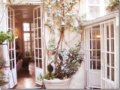 Lacroix courtyard Paris