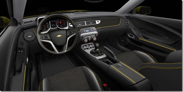 O interior do Camaro Transformers é revestido em couro preto