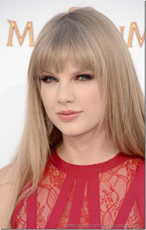 Taylor Swift Hot Pictures in Red Dress 4