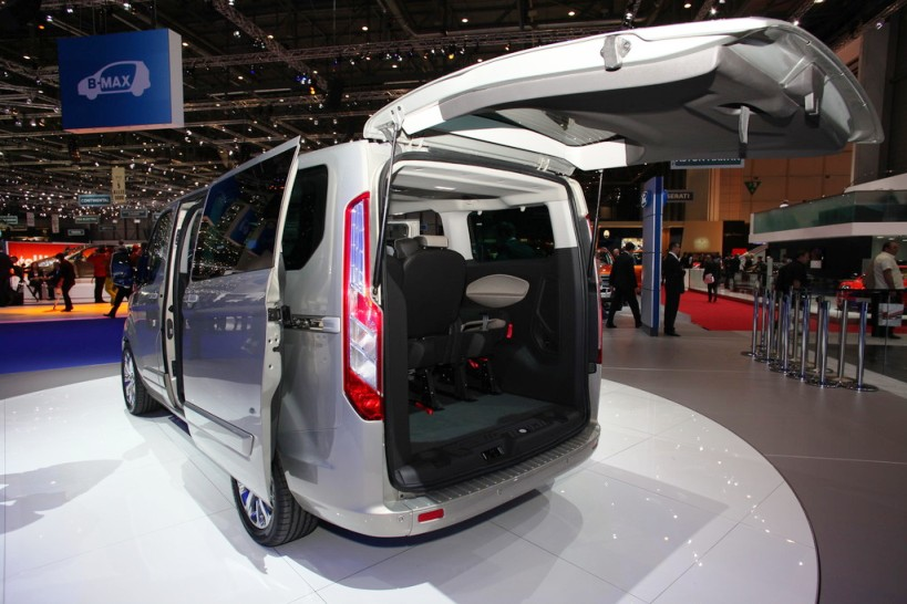 2013-Ford-Tourneo-Custom-3.jpg?imgmax=1800