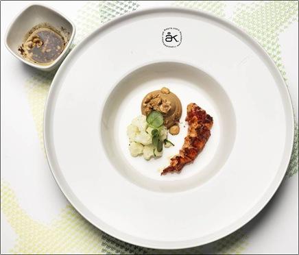 Klas Lindberg Årets Kock 2012 ingefärsstekt hummer med blomkål, hasselnötter och soja.