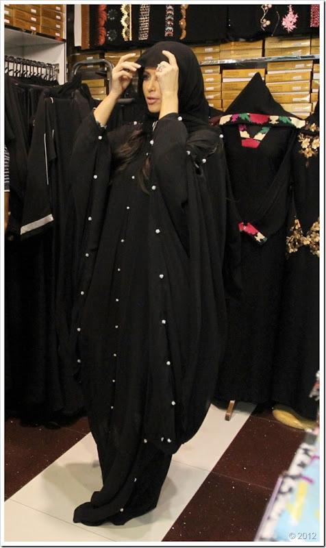 Kim Kardishan Wearing Abaya In Dubai4