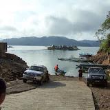 バクンダムのすぐ上側にある船着き場。アサップの人々が各自の旧村付近に行く場合、ここまでは車で来て、その先はモーターつきボートを使う。