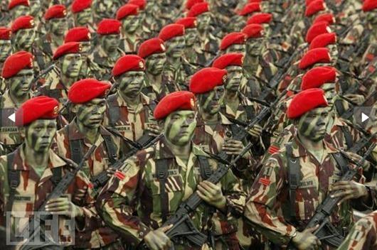 crazy_military_parades_17