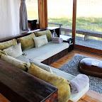 Vumbura Camp, Lounge mit Glastüren © Foto: Ulrike Pârvu   Outback Africa Erlebnisreisen