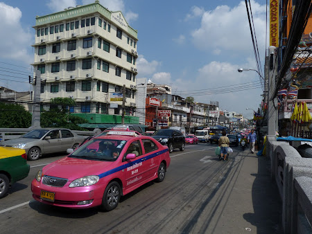 Transport Thailanda: taxi roz Bangkok