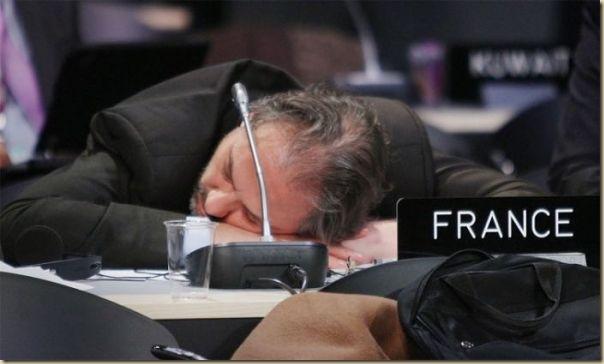 Les politiques sommeillent (9)