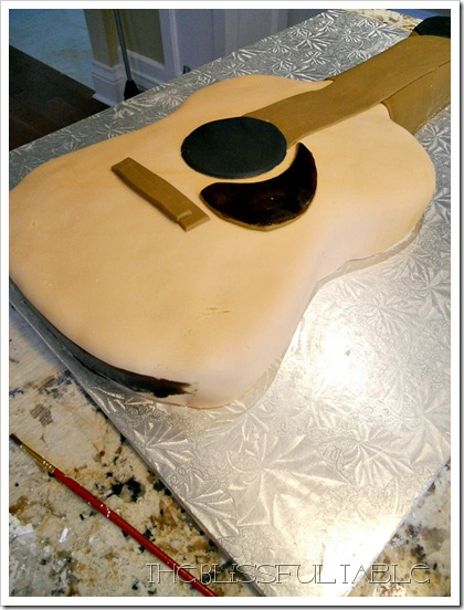 acoustic guitar cake 006a