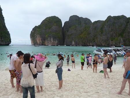 Plaja Thailanda: Turisti la Phi Phi