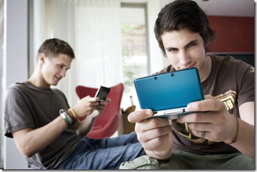 guys-playing-Nintendo-3DS