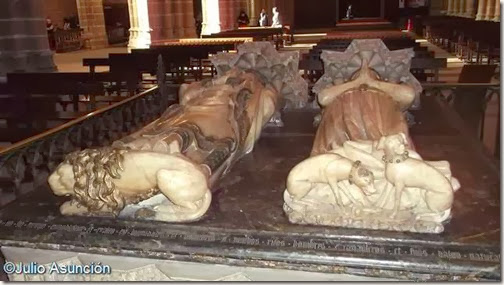Sepulcro de Carlos III el Noble - Detalle de los animales simbólicos