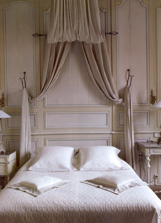 Belgian Pearls: Bed canopies & drapes