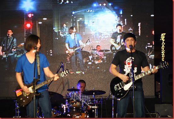 rivermaya on stage