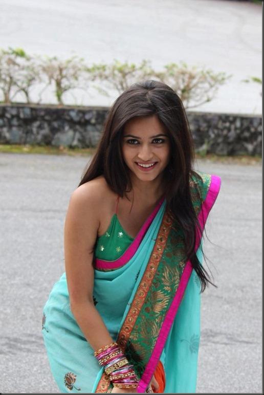 kriti_kharbanda_in_saree_pic