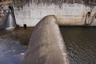 左岸より副ダムを望む