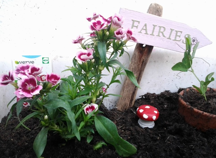How to make a fairy garden sign and toad stool