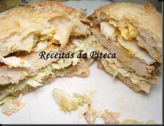 Sandes de frango e coleslaw-interior
