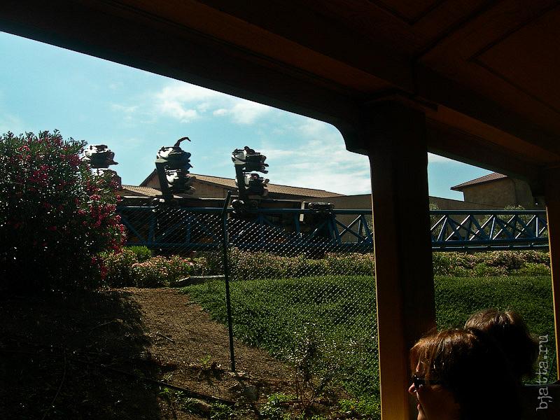 45. Порт Авентура. Port Aventura. Salou. Costa Dorada. Spain. В момент отправления мимо нас проносятся вопли и люди с Furius Baco.