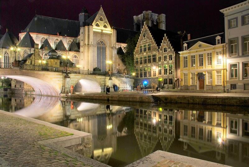 Ghent_canal,_night.jpg