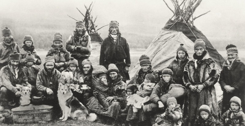 Nordic_Sami_people_Lavvu_1900-1920