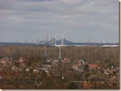 De energiecentrale van Langerlo, Genk, gezien vanop de Borreberg in Bilzen