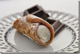3530912_com_cannolo_siciliano_with_chocolate_squares