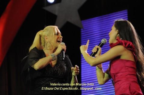 Valeria canta con Marcia Ortiz.jpg