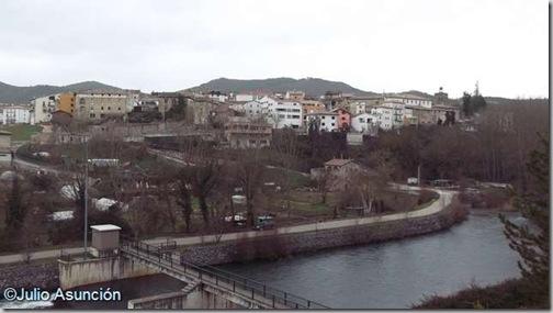 Vista de Aoiz y del río irati