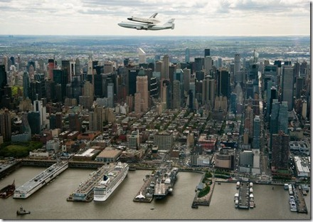 space-shuttle-enterprise-flown-nyc-chase-plane_52225_600x450