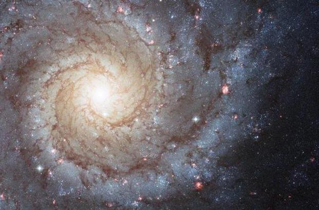 Científicos captan la evolución de una galaxia espiral a una elíptica