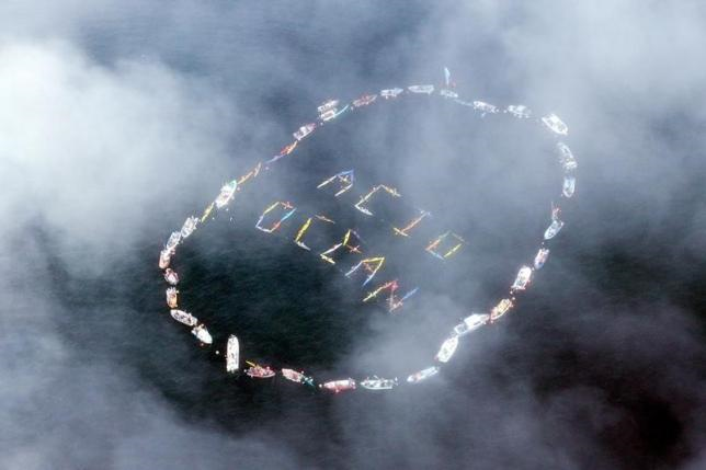 Commercial fishermen and other mariners form the words 'Acid Ocean' during an event held to spread the message of saving the oceans from acidification caused by fossil fuel emissions, in Homer, Alaska, in this file photo taken on 6 September 2009. Photo: Lou Dematteis / Reuters