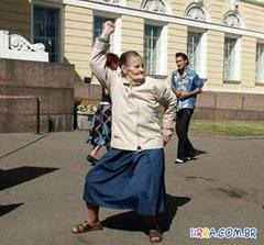 dancando-macarena-490x456