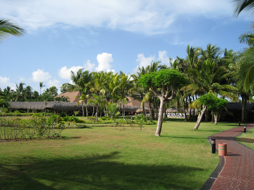 Grand Palladium resort grounds