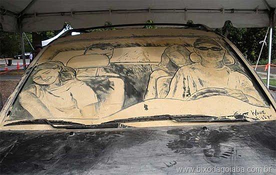 Desenhos em vidros de carros sujos 7