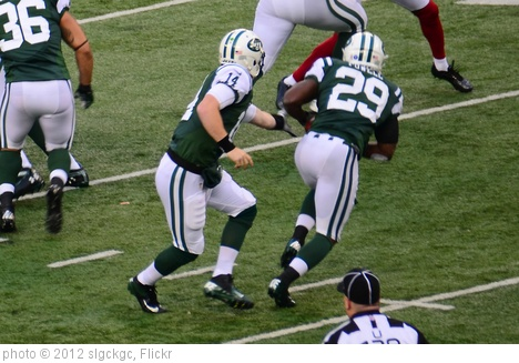 'Greg McElroy Hands Off to Bilal Powell' photo (c) 2012, slgckgc - license: http://creativecommons.org/licenses/by/2.0/
