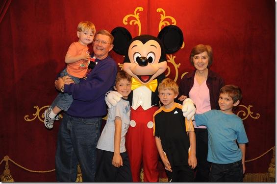 2012-11  Family & Mickey  41687690259