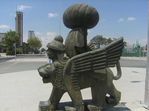 İlginç bir heykel
