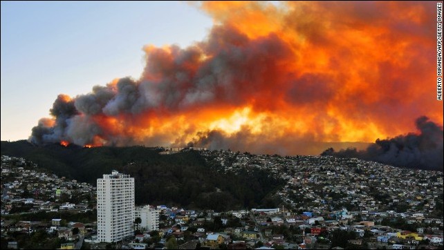 Smoke and flames color the sky over Valparaiso on Saturday, 12 April 2014. 'It's been one of the worst fires in history,' said Fernando Reseio, the fire superintendent in Vina del Mar. The fires were worsened by heavy winds and unusually high temperatures in the zone for this time of year, the Southern Hemisphere's autumn. Photo: Alberto Miranda / Getty Images